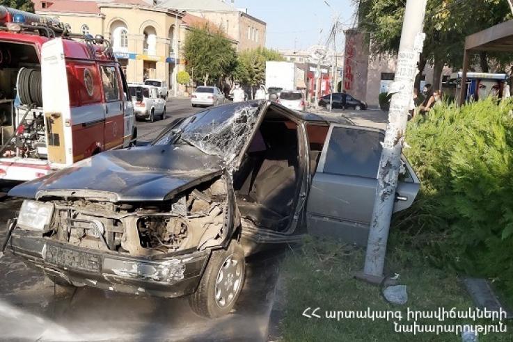 Մեքենան դուրս է եկել ավտոճանապարհի երթևեկելի հատվածից և բախվել երկաթյա սյանը