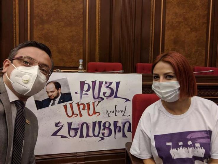 Անի Սամսոնյանն ու Գևորգ Գորգիսյանը լուսանկար են հրապարակել ԱԺ նիստերի դահլիճից