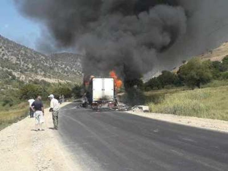 Երևան–Մեղրի ճանապարհին բեռնատար է այրվում․ ճանապարհը երկկողմանի փակ է