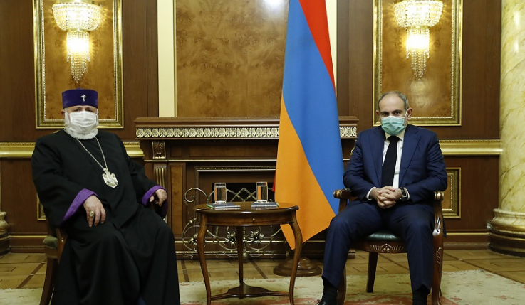 Վարչապետն ու Կաթողիկոսը քննարկել են Ղարաբաղում ստեղծված իրավիճակը