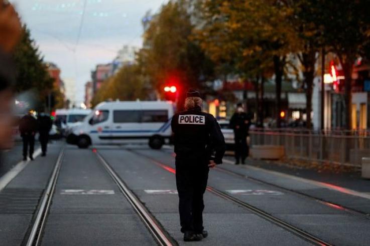 Փարիզի արևելյան հատվածում դանակով զինված տղամարդ է ձերբակալվել