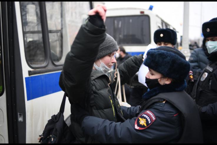 Նավալնիի աջակիցների ցույցերի ժամանակ Ռուսաստանի տարբեր շրջաններում մոտ 300 անչափահաս է ձերբակալվել