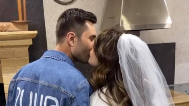 Դերասան Հայկ Պետրոսյանն ու սիրելին ամուսնացել են (լուսանկարներ)