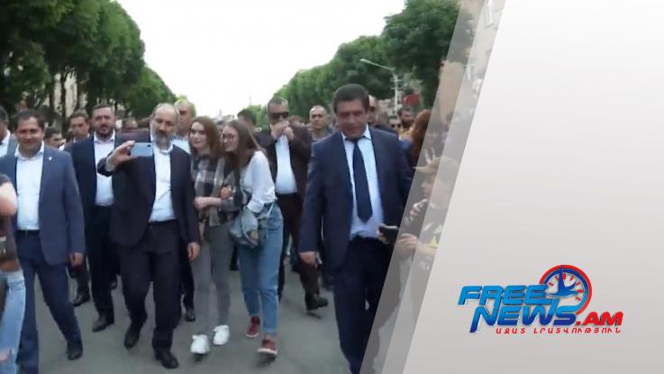 Փաշինյանը շրջում է Վանաձորում (տեսանյութ)