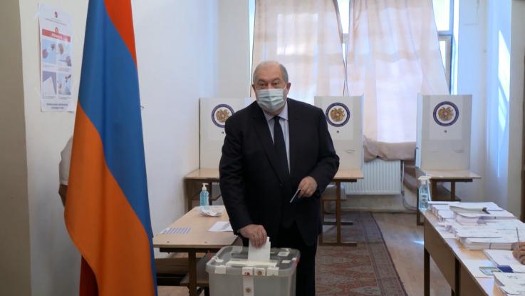 Նախագահ Արմեն Սարգսյանը մասնակցել է արտահերթ խորհրդարանական ընտրությունների քվեարկությանը