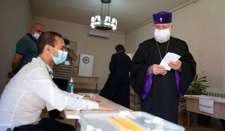 Ամենայն Հայոց Կաթողիկոսը քվեարկել է Վաղարշապատի 14/11 ընտրատեղամասում