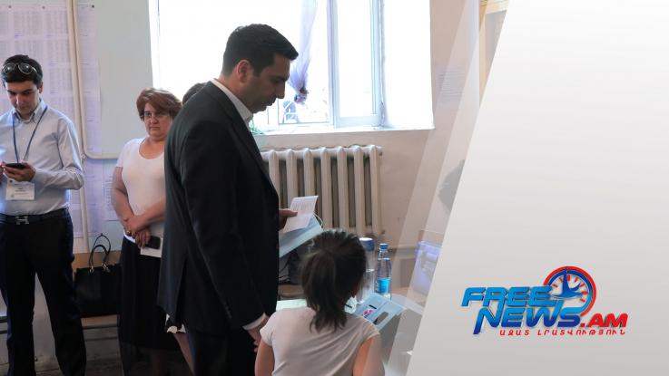 Սիմոնյանների ընտանիքը քվեարկեց հանուն Հայաստանի ապագայի