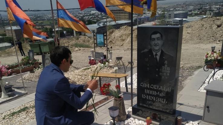 Այսօր Եռաբլուրում հարգանքի տուրք մատուցեցի  իրենց կյանքը Հայրենիքին նվիրաբերած անմահ զոհերի հիշատակին.  Հակոբ Արշակյան