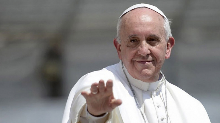 Հռոմի Պապ Ֆրանցիսկոսը ավանդական աղոթքով  դիմել է հավատացյալներին՝ վիրահատությունից հետո առաջին անգամ