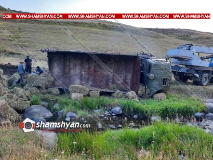 Արտակարգ դեպք Գեղարքունիքի մարզում. մի քանի տոննա խոտի հակով բեռնված КАМАЗ-ը «Մանուշակի վանքի ձորում» կողաշրջվել է. կա վիրավոր