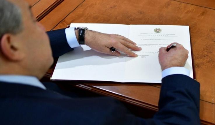 ՀՀ նախագահի հրամանագրով՝ Բորիս Սահակյանին շնորհվել է արտակարգ դեսպանորդ և լիազոր նախարարի դիվանագիտական աստիճան