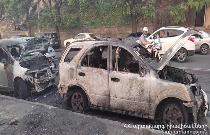Սարյան փողոցում երկու ավտոմեքենա է այրվել․ ԱԻՆ
