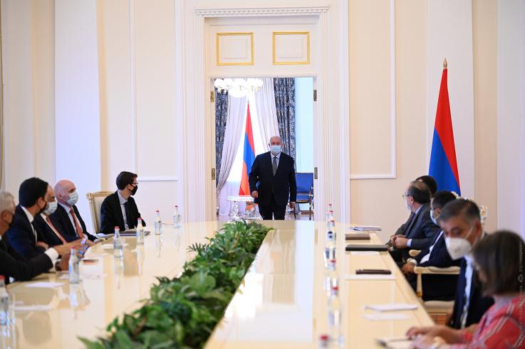 Արմեն Սարգսյանն ընդունել է Սլովակիայի արտաքին և եվրոպական գործերի նախարարի գլխավորած պատվիրակությանը