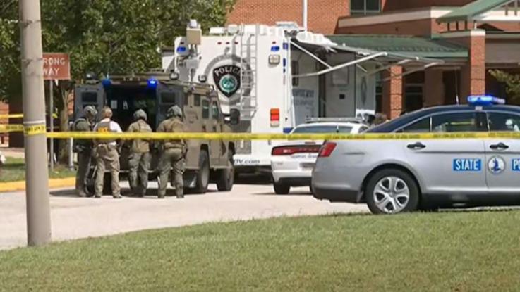Ամերիկյան դպրոցներից մեկում տեղի ունեցած հրաձգության հետևանքով երկու մարդ վիրավորվել է