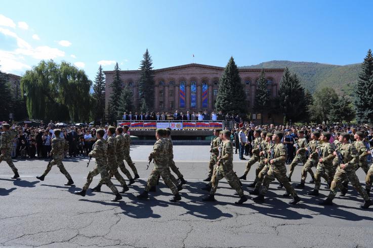 Զորահանդես Վանաձորի Հայքի հրապարակում ԶՈՒ 3-րդ բանակային զորամիավորման ստորաբաժանումների մասնակցությամբ