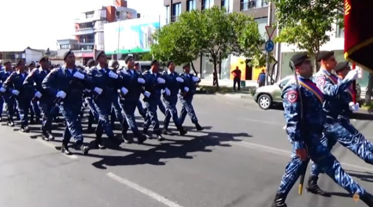 ՀՀ ոստիկանության զորքերի նվագախմբի քայլերթը՝ անկախության օրվա առթիվ (տեսանյութ)