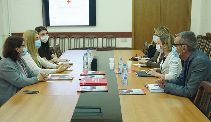 Քննարկվել են Սոցապ նախարարության և Հայկական Կարմիր խաչի ընկերության համագործակցությամբ իրականացված ծրագրերը